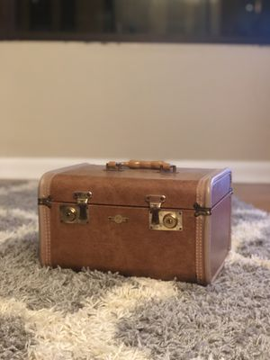 Vintage Makeup Box for Sale in Chicago, IL