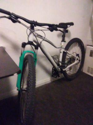 Specialized women's jynx 27.5 mountain bike for Sale in Salt Lake City, UT