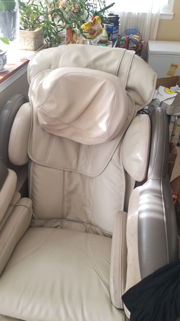 OSIM Massage Chair from Brookstone