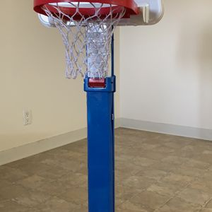 Little Tikes Adjustable Basketball Set for Sale in Fremont, CA