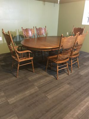 """oak solid wood dining room 6 chairs 2 chairs with arm oval table measures 72 """"inches width 48 depth the table removing the panel you can make it round for Sale in East Chicago, IN"""