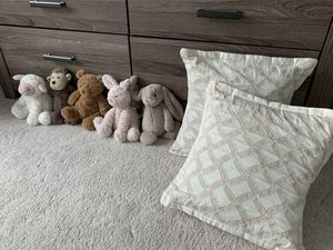 Jellycat set of 5 and pillows for Sale in Arlington, VA