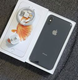 iPhone || XS Max || iCloud Unlocked || Factory Unlocked || Works For Any SIM Company Carrier || Works For Locally & INTERNATIONALLY || >Like New< for Sale in Springfield,  VA