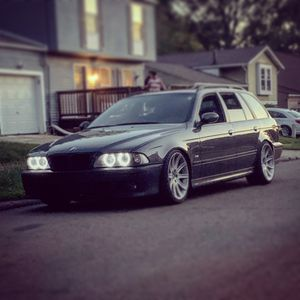 99 BMW 528iT 5 speed for Sale in Akron, OH