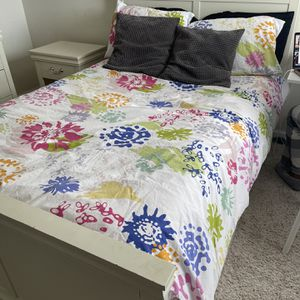 Bedroom Set With A Trundle - Full-size for Sale in Lilburn, GA