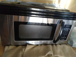 Over the stove microwave - Frigidaire for Sale in Pawtucket, RI