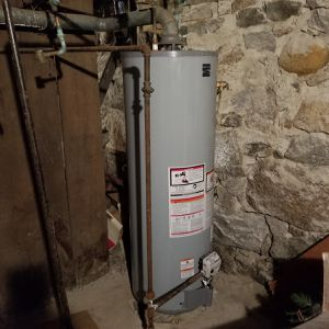 Water Heater Gas 40 Gallons for Sale in Fall River, MA