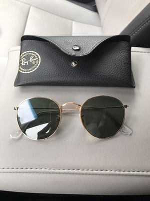 Women's ray ban sunglasses new for Sale in Kirkland, WA