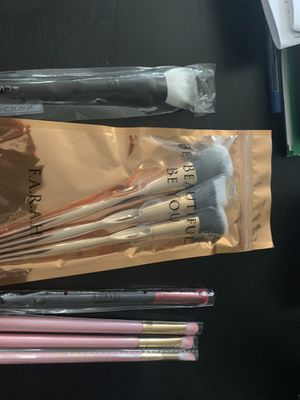 Makeup brushes for Sale in UPPR Saint CLAIR, PA
