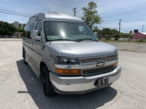 2010 Chevy express cargo handicap lift for Sale in Tampa, FL
