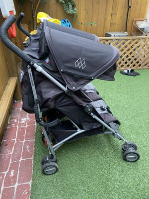 Maclaren Twin Triumph Umbrella stroller for Sale in Huntington Beach, CA