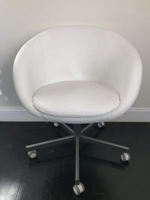 White Swivel Office Chair for Sale in Falls Church, VA