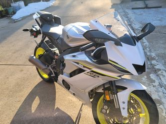 Yamaha R6 2017 White And Yellow. Rare for Sale in Burbank,  IL