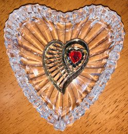 HEART SHAPED GOLD FILLED RUBY RED HEART STONE COLLAR BROOCHE for Sale in Quincy,  MA