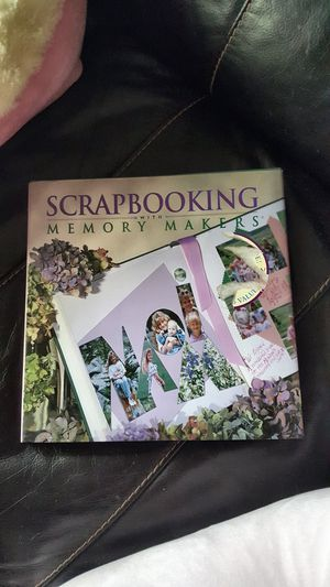 """Hard cover scrapbooking book memory makers book. 10"""" square. Great condition. for Sale in Meriden, CT"""