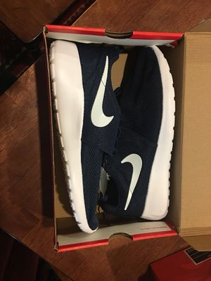 Navy NIKE ROSHERUN size 11 NO TRADES for Sale in Las Vegas, NV