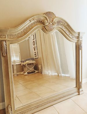 Beautiful Vanity Style Mirror for Sale in Melbourne, FL
