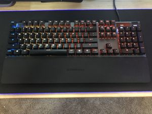 SteelSeries Apex 5 Hybrid Mechanical Gaming Keyboard Per-Key RGB Illumination – Aircraft Grade Aluminum Alloy Frame – OLED Smart Display (Hybrid Blue for Sale in Laveen Village, AZ