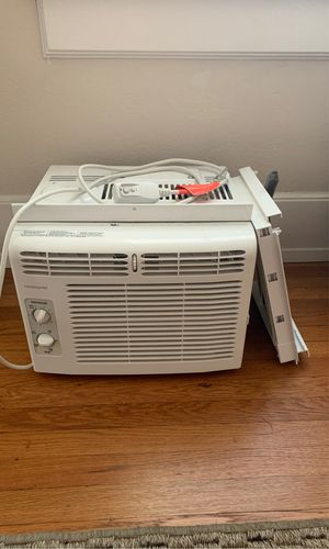Frigidaire Window AC Unit (in need of repair) for Sale in San Diego, CA
