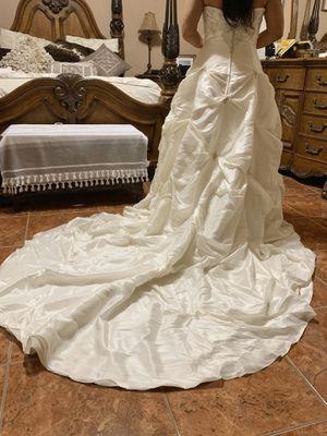 Wedding dress with veil Vestido de novia con velo for Sale in Weslaco, TX