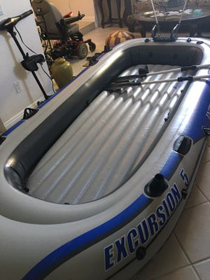 Inflatable boat,Intex Excursion 5+ Motor + motor mount for Sale in Los Angeles, CA