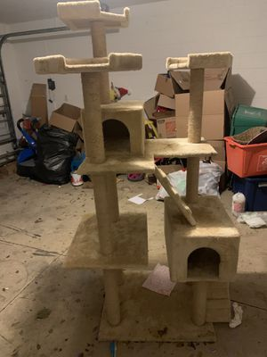 FREE - Multi Level Cat Tree for Sale in Orlando, FL
