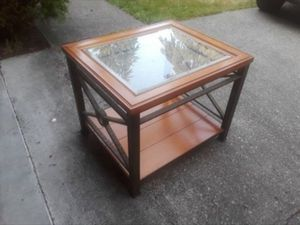 End table for Sale in Lakewood, WA