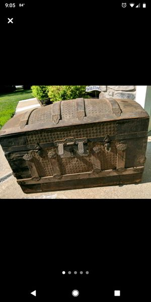 Antique trunk/chest for Sale in Erial, NJ