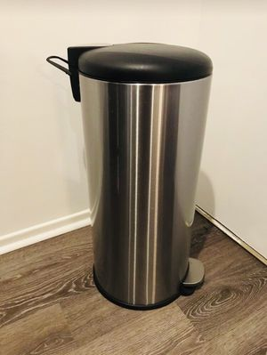 Stainless Steel Foot Pedal Kitchen Trash Can for Sale in Los Angeles, CA