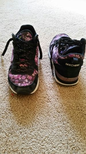 Young girl's Skechers high top shoes for Sale in Murrieta, CA