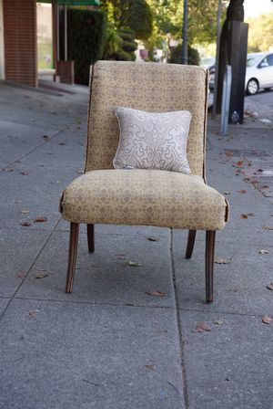 """#100415 Vintage Rolled Back Earth Toned Patterned Slipper Chair 21"""" Wide x 31"""" Deep x 34"""" Tall for Sale in Oakland, CA"""