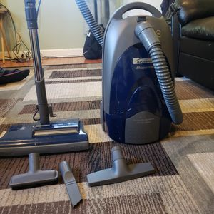 Vacuum Kenmore 116 model 360 blue for Sale in Takoma Park, MD