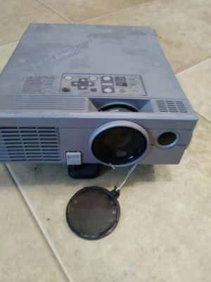 Mittsabishi projector with 25 ft cable , projector screen 7'x9' excelent for movies football games. And video games for Sale in Wichita, KS