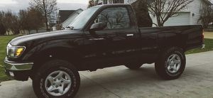 INTERIOR SUPERB TOYOTA TACOMA BRAND NEW TIRES 2001 for Sale in West Valley City, UT
