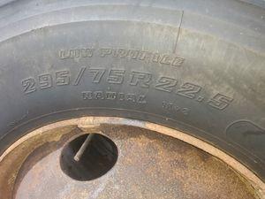 295/75R 22.5 Tire & Rim for Sale in Lutz, FL