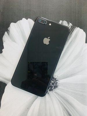 iPhone 8 Plus (256 GB) Desbloqueado con garantià for Sale in Arlington, MA