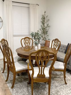 Beautiful Dining Table And Chairs for Sale in Auburn,  WA