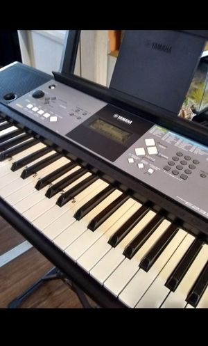 Yamaha Piano/Electric keyboard + EXTRAS for Sale in Montebello, CA