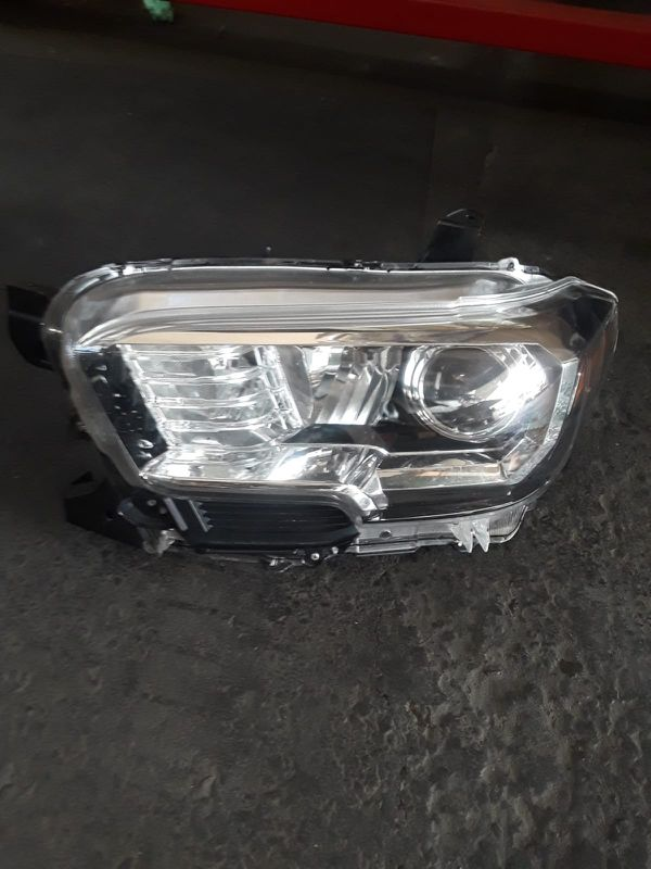 Toyota Tocoma headlamp driver side left side