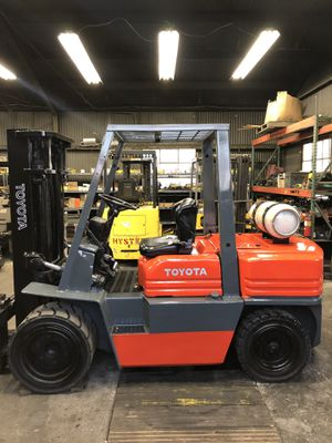 Toyota 5 series 8000lb cap pneumatic for Sale in Westminster, CA