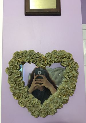 Heart shaped mirror, very heavy ceramic material , in well shape for Sale in Southampton, PA