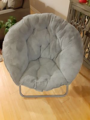 Gray (Grey) plush accent chair for Sale in La Habra Heights, CA