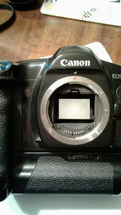 Canon EOS1 slr film camera body excellent condition for Sale in Inman,  KS
