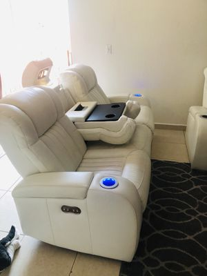L White Leather 2 Pc Dual Power Reclining Sofa for Sale in Hialeah, FL
