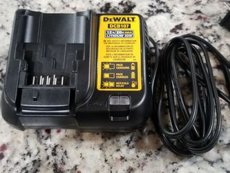 Dewalt charger DCB107 for Sale in Irving,  TX