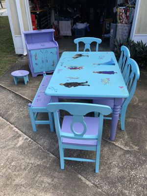Kids Table & Chairs Set with Hutch (Frozen Theme) for Sale in Tampa, FL