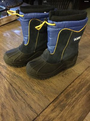 Kids snow boots size 13 25.00 for Sale in Murrieta, CA