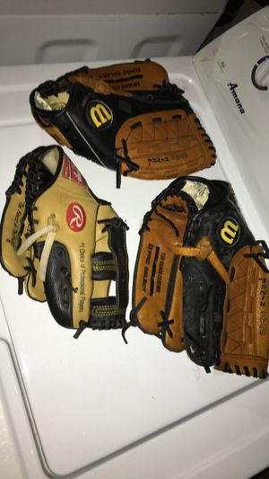 baseball gloves 📲 10$ each glove for Sale in New Britain, CT