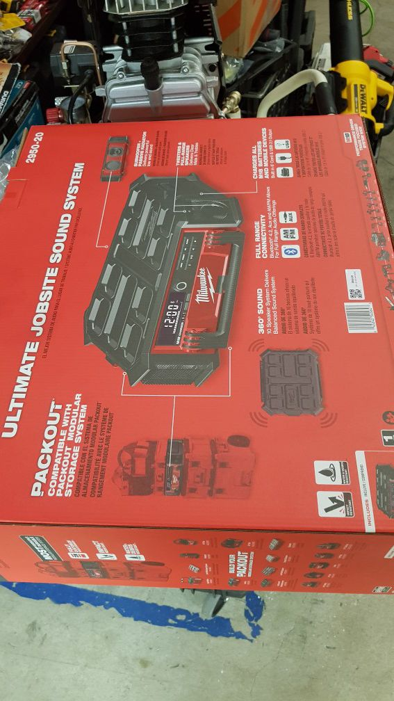 MILWUAKEE M18 CORDLESS BLUETOOTH JOBSITE RADIO CHARGER BRAND NEW