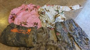 Ladies hunting clothes- dif sizes for Sale in Kent, WA